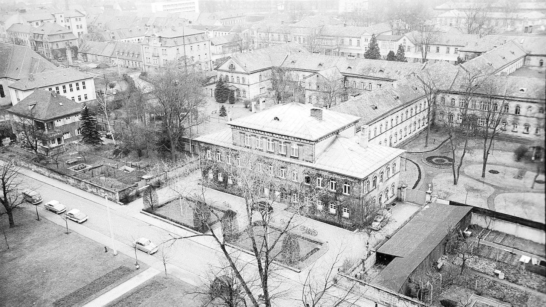 Werner Leibbrand wurde von den Amerikanern nach 1945 zum Leiter der Erlanger Heil- und Pflegeanstalt ernannt (hier in einer Aufnahme aus den 1950er Jahren mit dem Direktionsgebäude im Vordergrund).