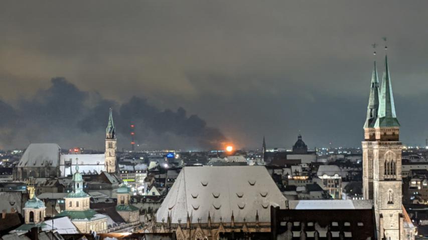 Großbrand in Maschinenhalle auf Nürnberger Siemens-Gelände