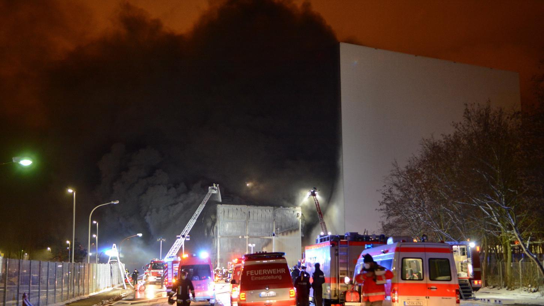 Beim Brand einer Maschinenhalle auf dem Siemens-Gelände in Hasenbuck ist ein Millionenschaden entstanden.