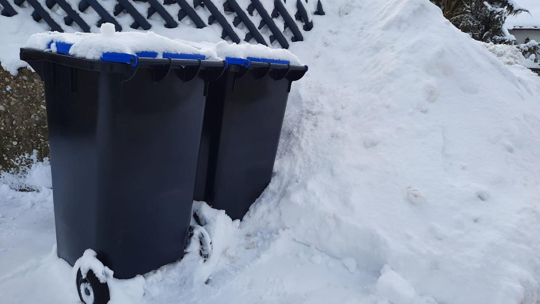 Das Schneechaos mancherorts im Landkreis bringt die Müllabfuhr in Bedrängnis.