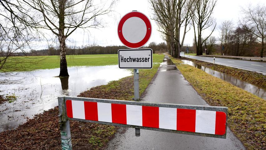 Am Freitagnachmittag wurden in Stadeln am Fischerberg bereits vorsorglich Absperrungen aufgebaut.