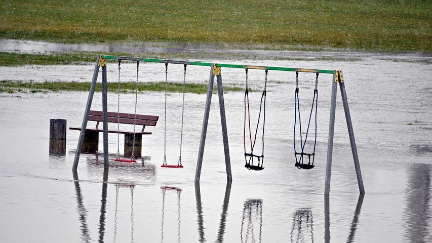 Der Dauerregen der letzten Tage hat auch den Wiesengrund in eine Seenlandschaft verwandelt.