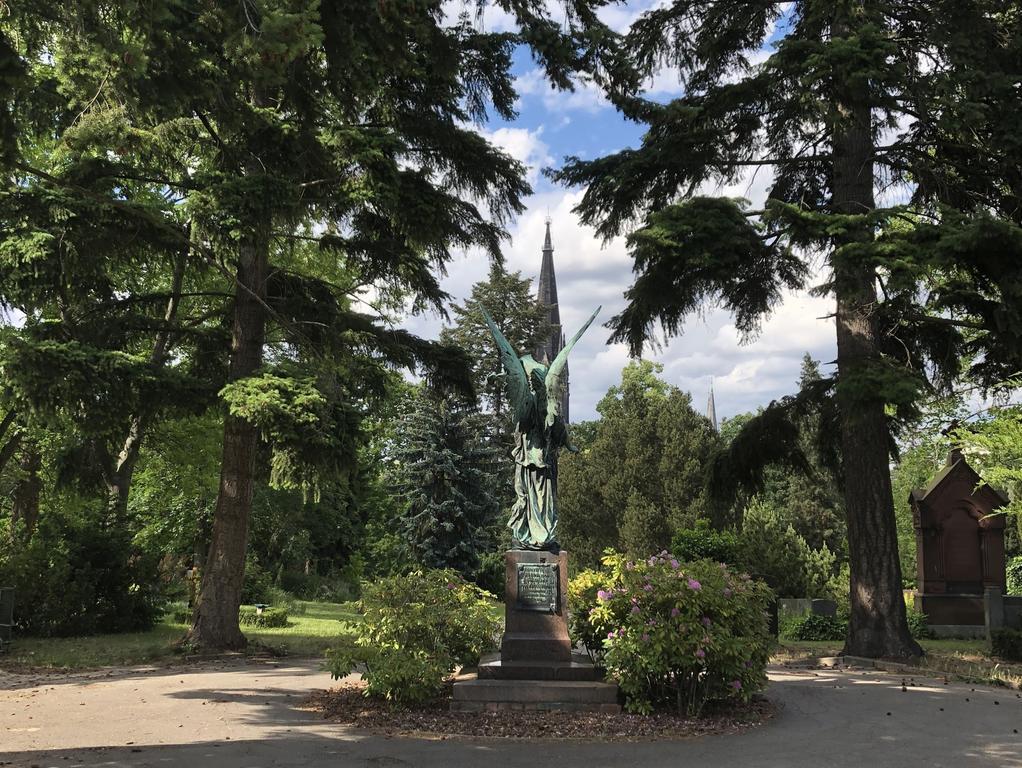 In der Gegend um den Marheineckeplatz in Kreuzberg liegt der Viktoriapark mit den Friedhöfen an der Bergmannstraße