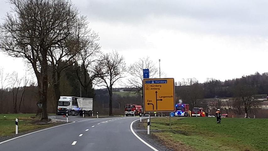; ; Feuerwehreinsatz Pegnitz auf B2 bei Zips wg. ausgelaufener Natronlauge. Foto: Feuerwehr