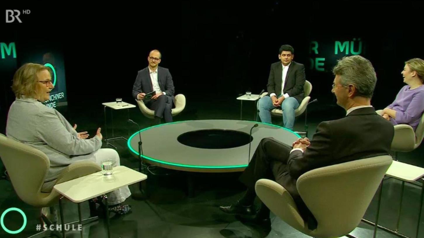 """Bei der """"Münchner Runde"""" im BR saß Haram Dar (3.v.re.) unter anderem mit Kultusminister Michael Piazolo an einem Tisch."""