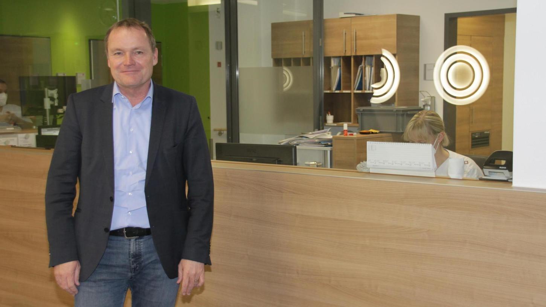 Christoph Schneidewin hat vor einem Jahr die Leitung des Klinikums Altmühlfranken übernommen. Kaum angekommen musste er die beiden Krankenhäuser auf die Corona-Krise einschwören. Dennoch ist der Rheinländer zufrieden und fühlt sich sichtlich wohl in der Region.