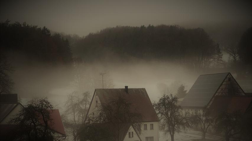 Auch schlechtes Wetter bietet schöne Augenblicke und Stimmungen. Treuf im Nürnberger Land auf dem Weg zum Glatzenstein.