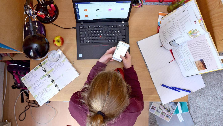 Original:Lernen im Lockdown kann gut funktionieren. Viele Kinder aber tun sich am Bildschirm noch schwerer als im Klassenzimmer, dem Unterricht zu folgen.