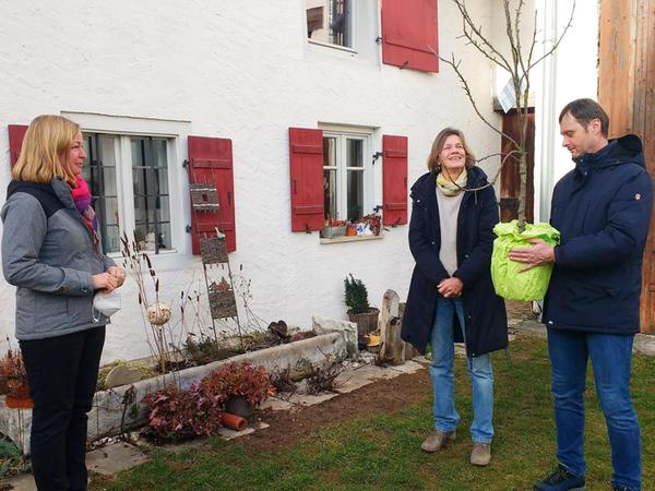 Für 26 Jahre Herzblut bedankte sich Bürgermeisterin Kristina Becker (links) bei Susanne und Rainer Hüttinger.