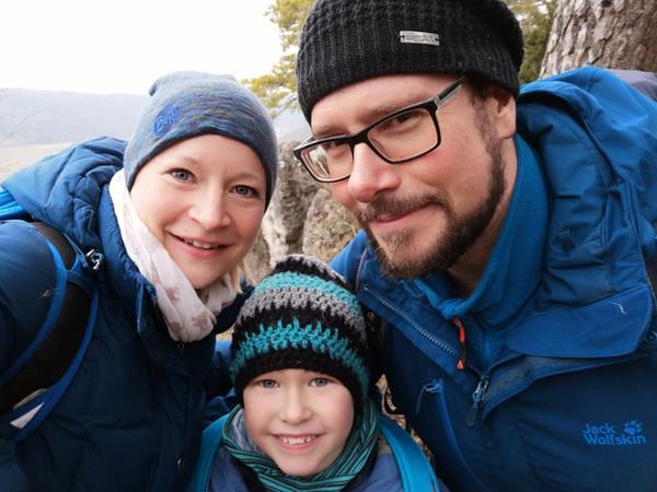 Bei den Wandervorschlägen von Familie Pavel wird es Kindern sicher nicht langweilig: Es gibt immer tolle Felsen, Burgruinen und Höhlen zu entdecken und dazu spannende Geschichten!