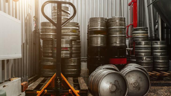 Solche Bierfässer werden für Feste und Gastronomie gebraucht. Jetzt sind sie ins Lager verbannt; die Kaiser-Bräu hat beispielsweise seit Oktober kein Fassbier mehr abgefüllt.