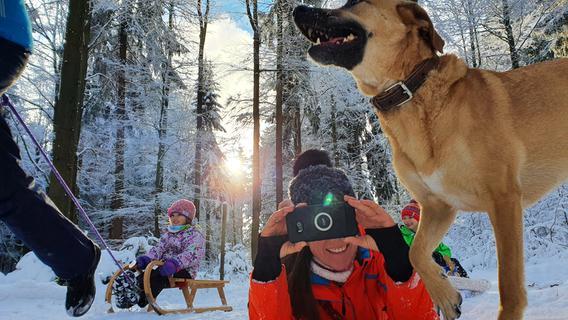 Gerade bisherige B-Reiseziele wie der Thüringer Wald - hier im Vessertal - haben von mehr Touristen profitiert. Sie wären ohne Corona wohl nie in die Winterwunderlandschaft gekommen. Das Skifahren können wir uns wohl eh abschminken, Winterwandern und Rodeln sind aber möglich.