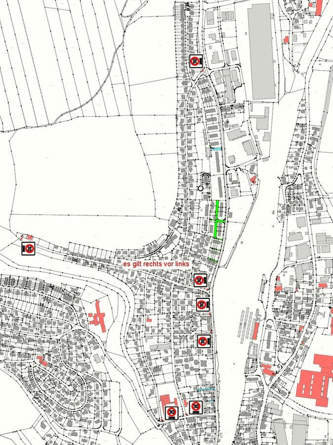 Alle Zufahrten zu Hahnenkamm-, Rappenberg-, Grüntälein-, Patrich- und Gunzenhausener Straße erhalten nun ein Zone-30-Schild.
