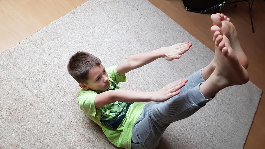 MOTIV: Seilhüpfen, Gymnastik..RESSORT: Lokales Forchheim..FOTO: Tobias Beckenbach