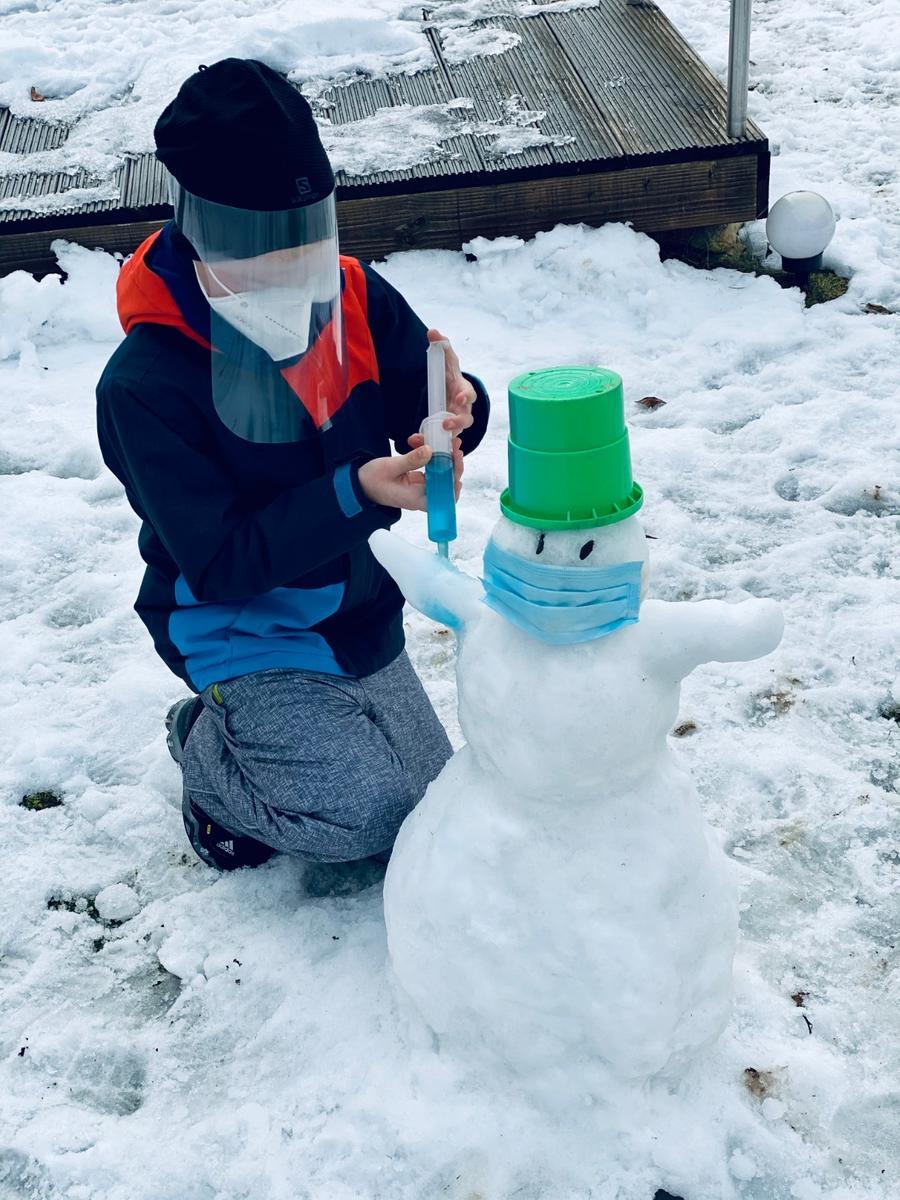 Corona - Winter Schnee Schneemann - Challenge am Gymnasium Fränkische Schweiz in Ebermannstadt Foto: privat