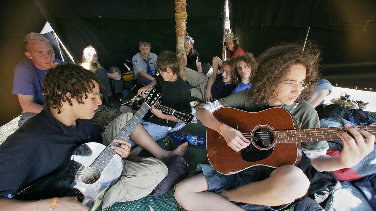 Seit einem Jahr passé: In einer Welt vor Corona konnten sich junge Menschen für Freizeitaktionen treffen und sich mit Gleichgesinnten austauschen - hier ein Foto aus einem Pfadfinderlager.