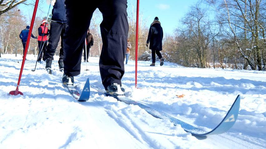 Ob Ski oder Schlittschuhe: Die Nürnberger toben sich im Schnee aus