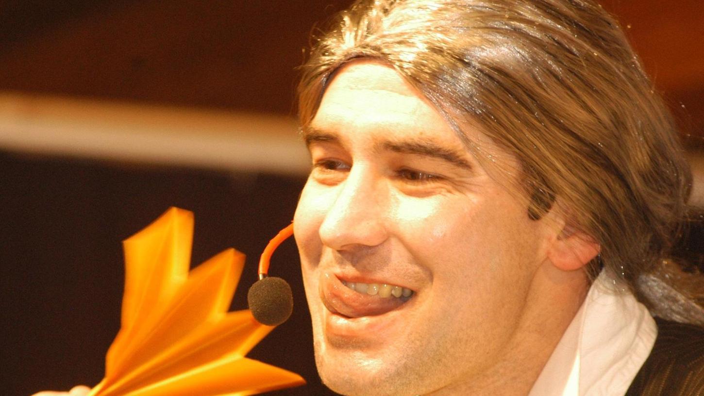 Momentaufnahme aus dem Jahr 2003: Der Michelfelder Manfred Kohl spielt hervorragend die Rolle des schwulen Friseurs Jean Jaques, der alle hochrangigen Politiker als Kunden hatte.