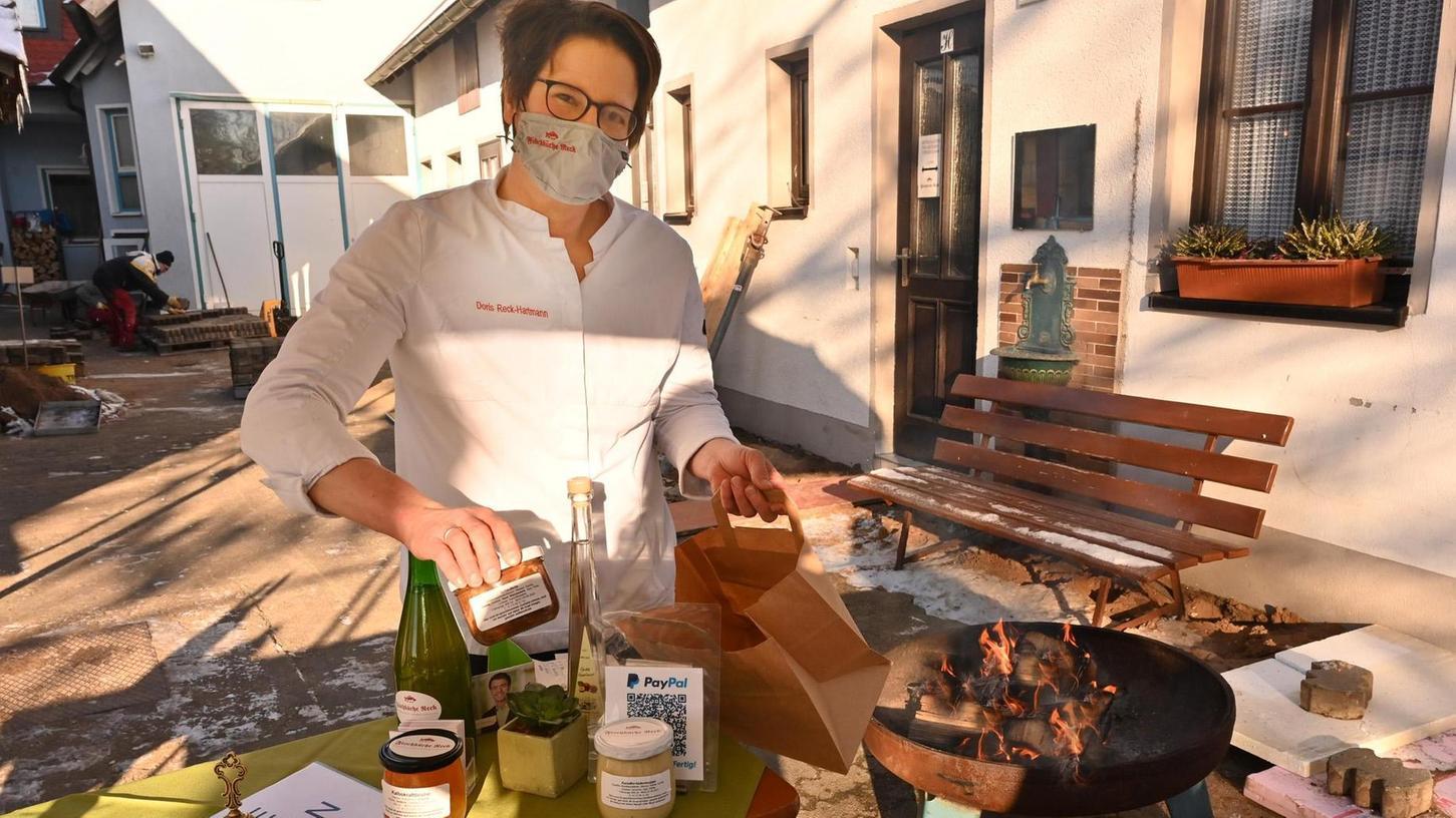 Doris Reck-Hartmann von der Fischküche Reck in Oberndorf bereitet mit ihrem Team auch