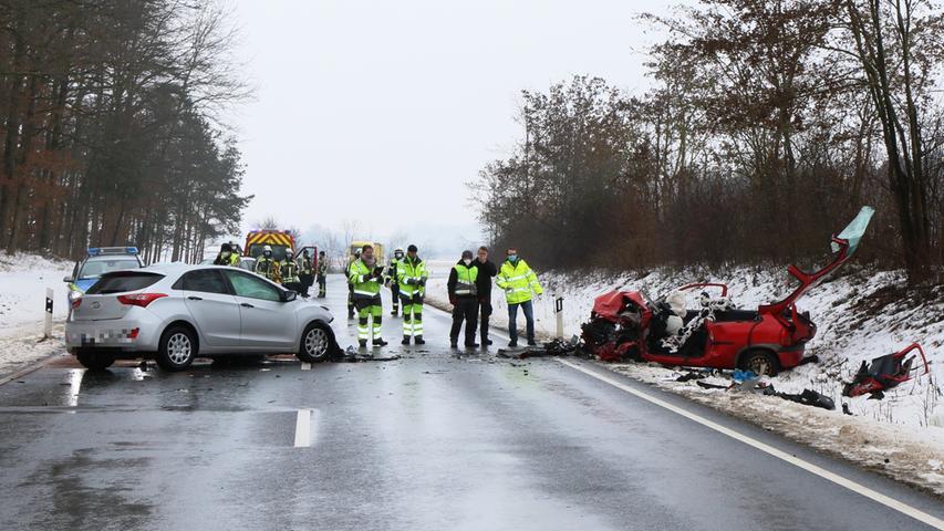 Frontalkollision auf B470 bei Adelsdorf: Frau in Lebensgefahr