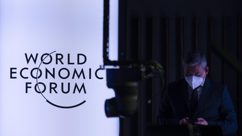 Das Logo des Weltwirtschaftsforums ist während einer Videokonferenz der Davos Agenda im Rahmen des Weltwirtschaftsforum zu sehen. (Archivbild)