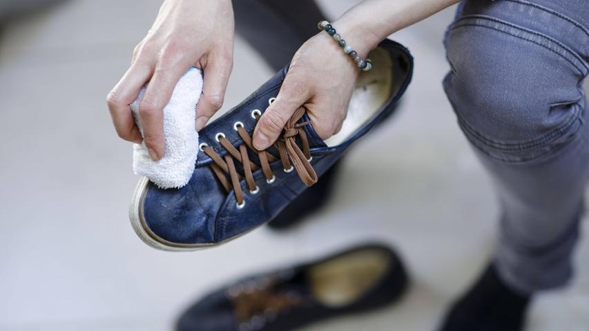 Apropos Frühjahrsputz: Wie steht es eigentlich um Ihre Sneaker? Die milden Temperaturen sind der perfekte Anlass, um endlich den übrig gebliebenen Dreck vom Herbst zu beseitigen.