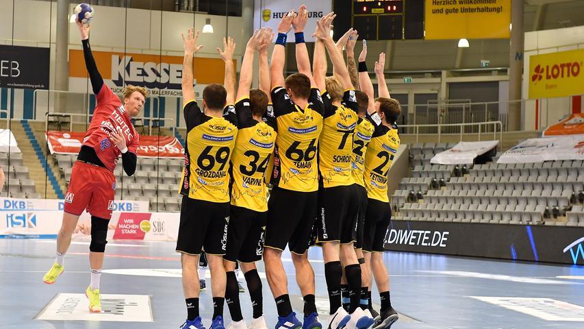 18.02.2021 --- Handball --- 1. Bundesliga LIQUI MOLY HBL --- Saison 2020 2021 --- 19. Spieltag: HSC 2000 Coburg - HC Erlangen Metropolregion Nürnberg HCE --- Foto: Sport-/Pressefoto Wolfgang Zink / WoZi --- Simon Jeppsson (42, HC Erlangen HCE ) Freiwurf über Mauer kurz vor Halbzeit