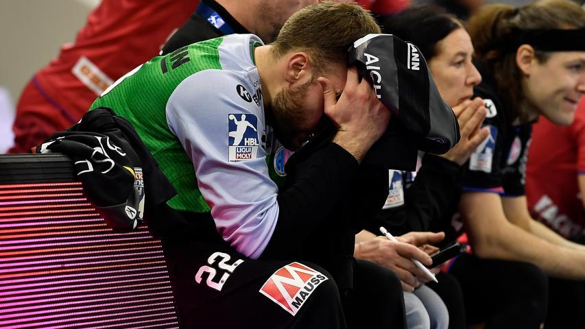 18.02.2021 --- Handball --- 1. Bundesliga LIQUI MOLY HBL --- Saison 2020 2021 --- 19. Spieltag: HSC 2000 Coburg - HC Erlangen Metropolregion Nürnberg HCE --- Foto: Sport-/Pressefoto Wolfgang Zink / WoZi --- Klemen Ferlin (22, HC Erlangen HCE ) enttäuscht / Enttäuschung
