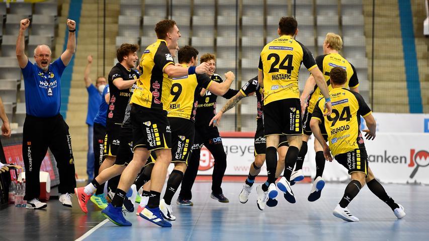 18.02.2021 --- Handball --- 1. Bundesliga LIQUI MOLY HBL --- Saison 2020 2021 --- 19. Spieltag: HSC 2000 Coburg - HC Erlangen Metropolregion Nürnberg HCE --- Foto: Sport-/Pressefoto Wolfgang Zink / WoZi --- Mannschaft Team Coburg - Jubel Freude nach Spielende