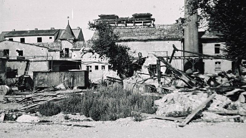 Das schwer getroffene Areal der Treuchtlinger Stadtwerkenach den Bombenangriffen vom 23. Februar und 11. April 1945.