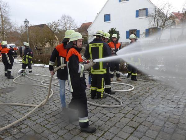 Bei der Freiwilligen Feuerwehr musste die Ausbildung junger Feuerwehrleute zum Bedauern der Betroffenen und der Führungskräfte zurückgestellt werden.