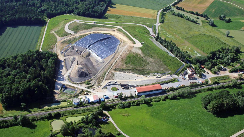 Auf der Cronheimer Mülldeponie wird schon lange kein Hausmüll mehr abgelagert, auf dem Bauabschnitt 3.3 landen nur noch mineralische Abfälle. Das Sickerwasser aus diesem Teil der Deponie wird derzeit in der Ansbacher Kläranlage entsorgt.