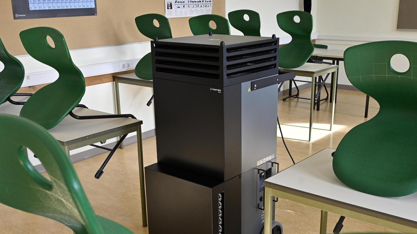 Mobile Filtergeräte in den Räumen der Technikerschule töten Viren ab.