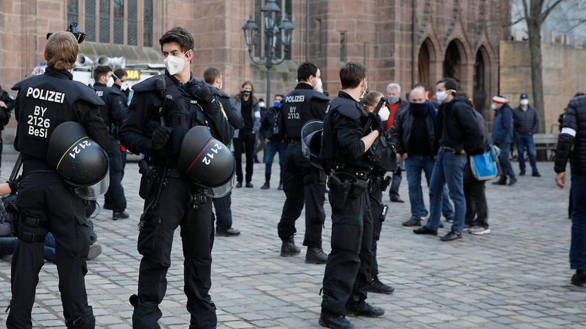 Schweigemarsch und AfD-Protest: Demos gegen Corona-Maßnahmen in Nürnberg