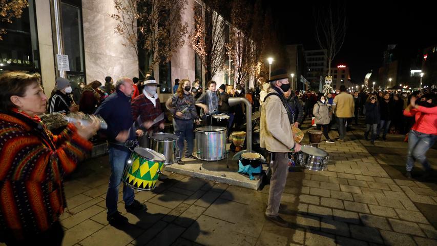 Querdenker-Demo in Nürnberg: 850 Menschen protestieren auf dem Kornmarkt