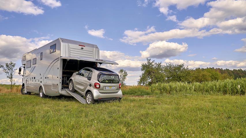 Kleines Auto für Städtetouren im großen Wohnmobil - ein Lifestyle, der in USA schon seit Jahrzehnten gelebt wird.