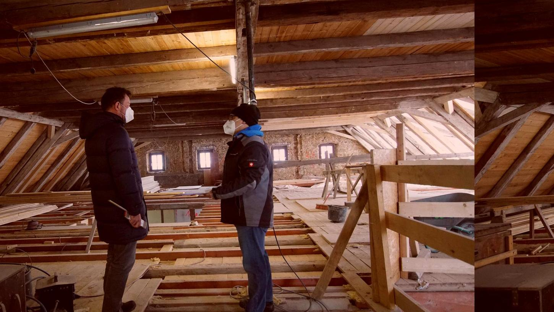 Architekt Urban Meiller (links) trifft sich regelmäßig mit den Verantwortlichen auf der Bürgerspital-Baustelle, hier mit Andreas Kipfer (rechts) von der Neuhauser Firma.
