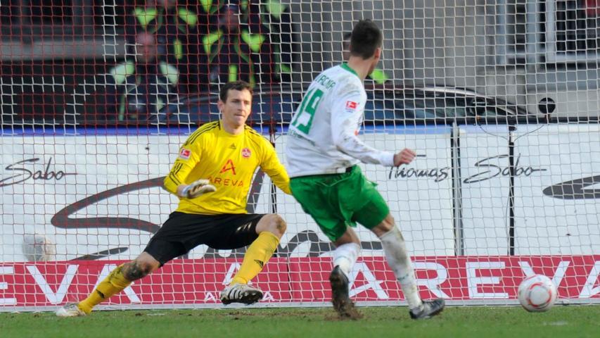 ...Sandro Wagner gegen zu harmlose, in der Schlussphase zudem  dezimierte Nürnberger zu zwei Treffern nutzt.