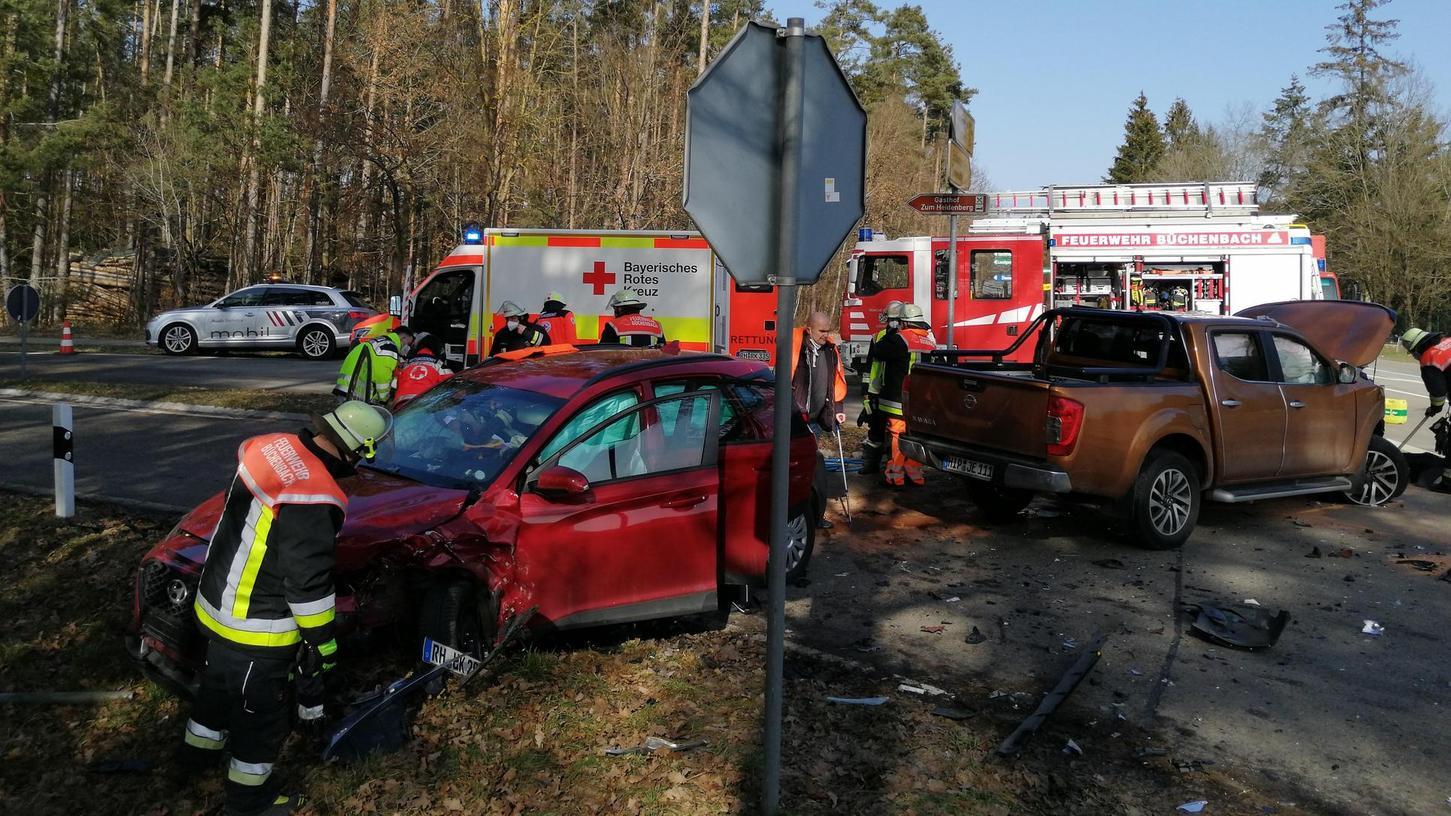Auf der Kreuzung übersah der Pick-up-Fahrer den Nissan.