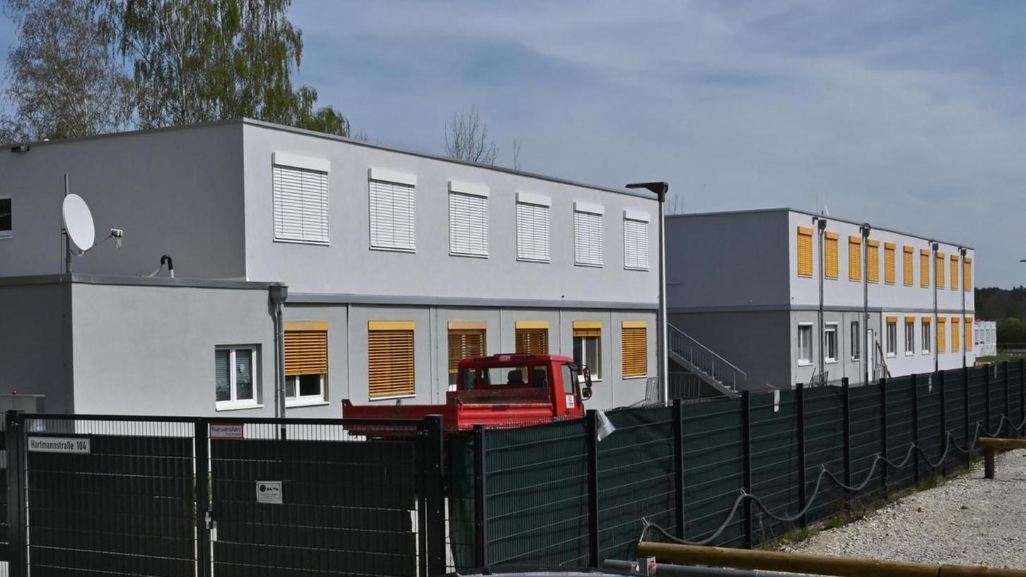 In elf von 13 Flüchtlingsunterkünften (im Bild die Unterkunft an der Hartmannstraße) gibt es immer noch kein WLAN.