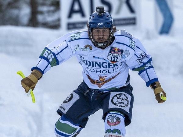 Florian Gruber jagt den Eiskanal nach unten. Nur wer in den Einzelrennen eine gute Zeit schafft, qualifiziert sich für die Endrunde der besten 32 Starter.