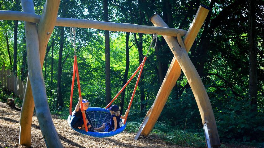 Rutschen, Buddeln, Klettern: Es gibt so manche Ecke im Landkreis Forchheim, wo Kinder richtig Spaß haben können. Wo gibt's was zu erleben? Im Sommer 2020 hat NN-Mitarbeiterin Annika Falk-Claußen einige Spielplätze im Landkreis besucht. In Affalterthal setzt man auf natürliche Spielmaterialien.