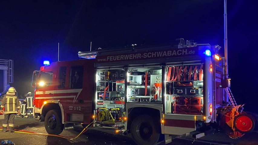 Autos kollidieren auf A6 bei Schwabach: Frau schwer verletzt