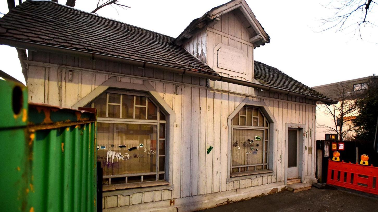 Wie aus der Zeit gefallen wirkt das kleine Gebäude am Anfang der Friedenstraße. Nicht nur die Stadtheimatpflegerin macht sich für dessen Erhalt – zur Not auch an einer anderen Stelle – stark.
