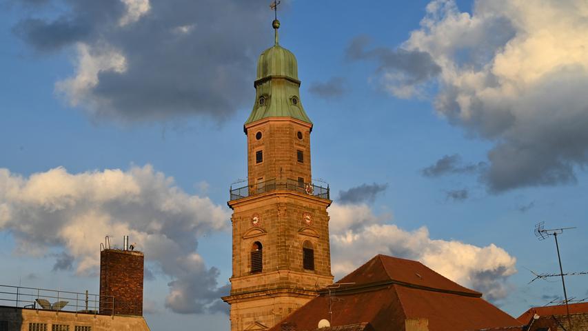 Unser Fotograf hat mit seiner Kamera-Ausrüstung den Turm der Hugenottenkirche erklommen. Das Resultat: Ungewöhnliche Fotos von Erlangen.