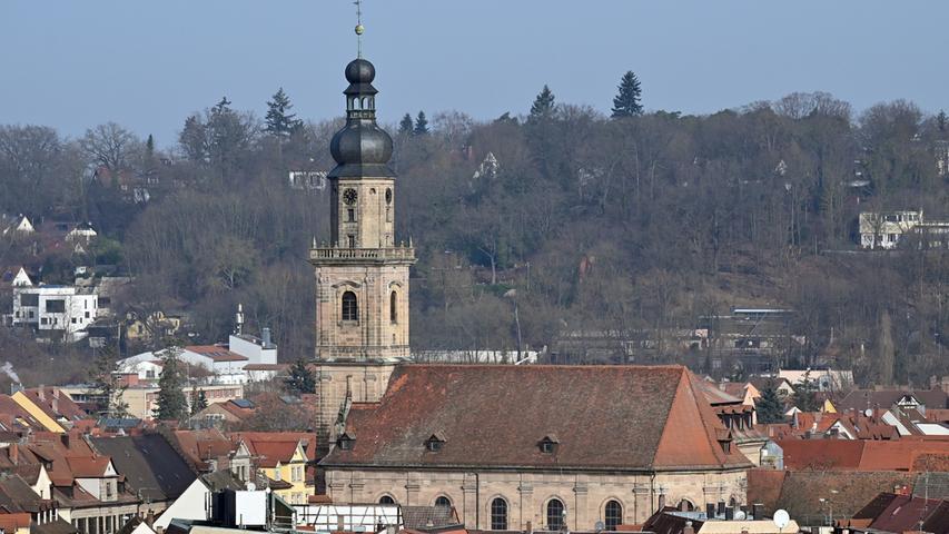 Die Altstädter Kirche und der Erlanger Burgberg.