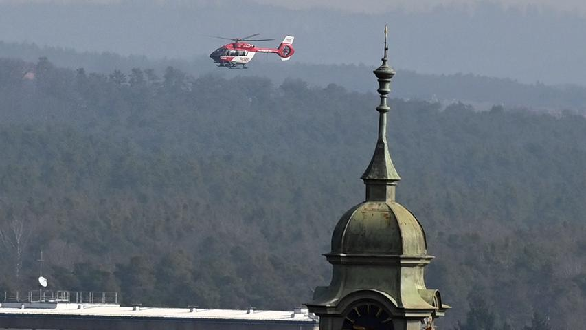 Ein Rettungshubschrauber im Landeanflug.