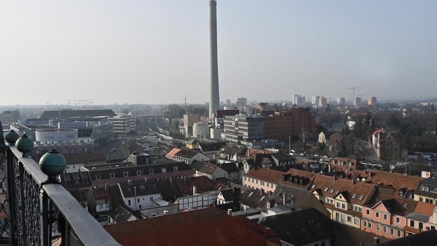 Der Kraftwerks-Schlot der Erlanger Stadtwerke.