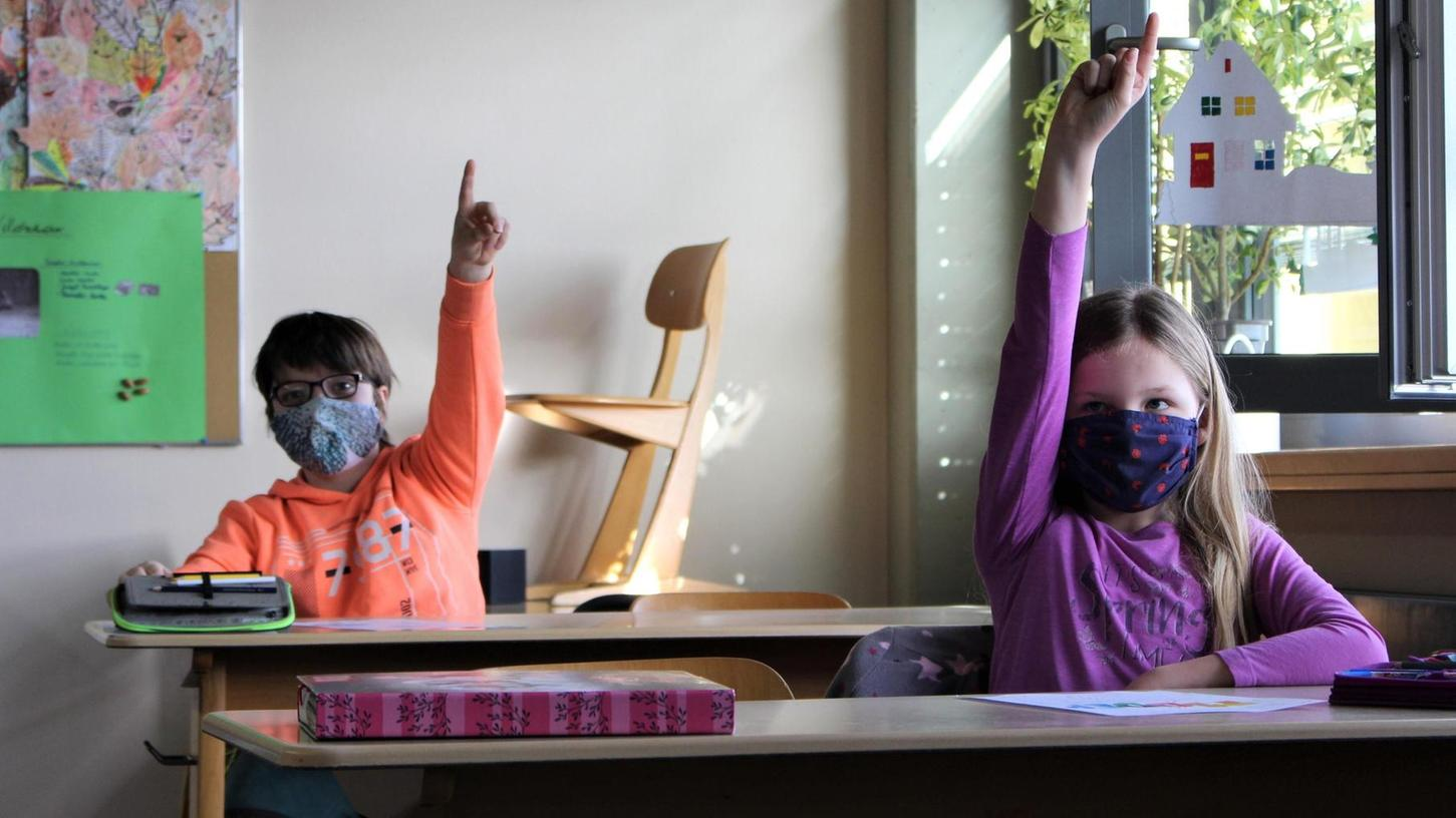 """""""Die Lehrerin kann halt doch besser erklären als die Mama"""", sagte eine Schülerin der 4 b. Rund zwei Monate ist her, dass die Kinder zuletzt in der Schule waren."""