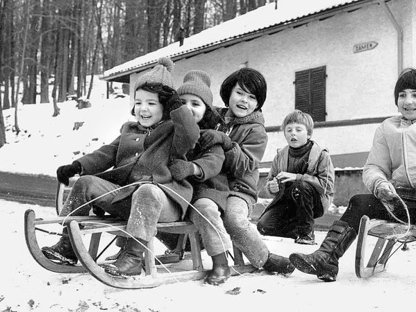 Nachmittagsbetreuung türkischer Kinder, im Sommer auch mal im Freibad, im Winter am Kellerwald zum Rodeln